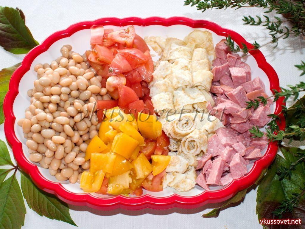 Салат из белой фасоли с омлетом