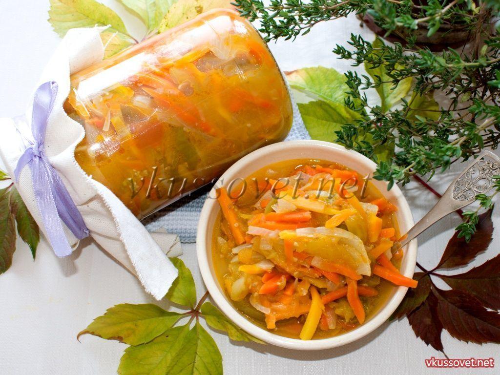 Салат из зеленых помидоров с морковью и луком