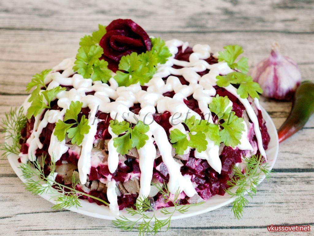 Салат из свеклы с говяжьей печенью